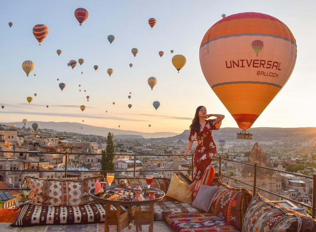 CAPPADOCIA HOTELS WITH THE BEST VIEW OF THE BALLOONS Mithra cave hotel