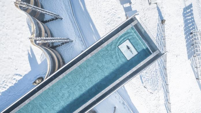Hotel Hubertus skypool in winter dolomites