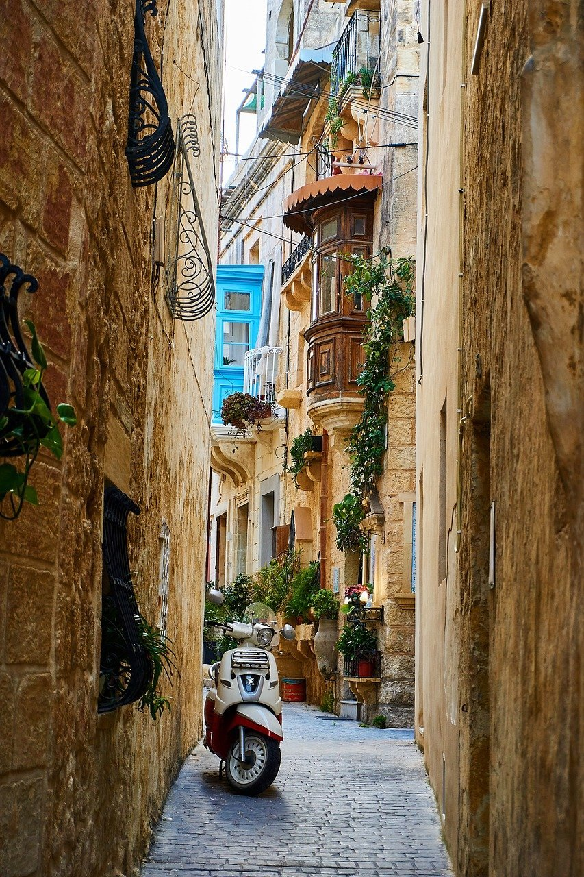 What to do in Malta wander the streets