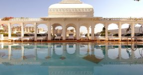 FLOATING PALACE IN INDIA: TAJ LAKE PALACE