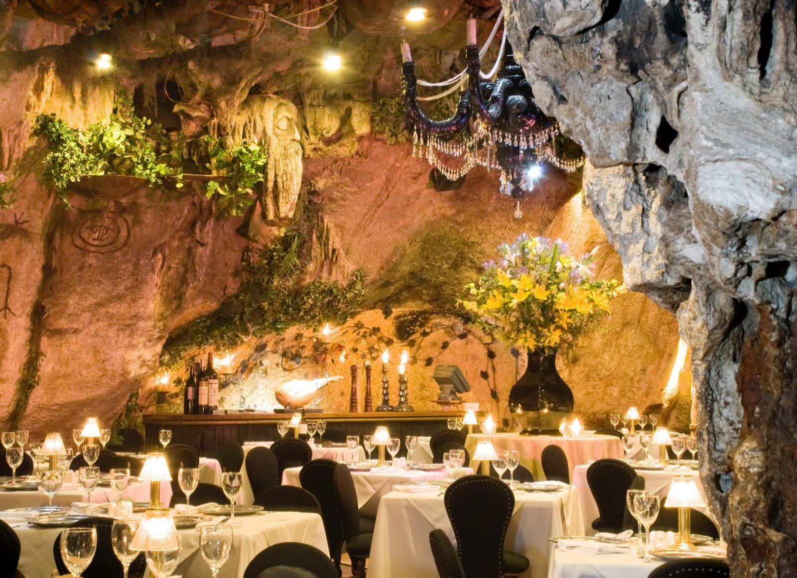 cave restaurant El Meson De La Cava