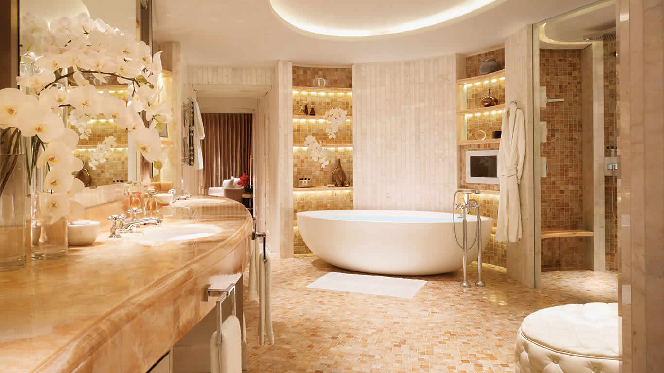 luxury hotel suite in London with a panoramic view