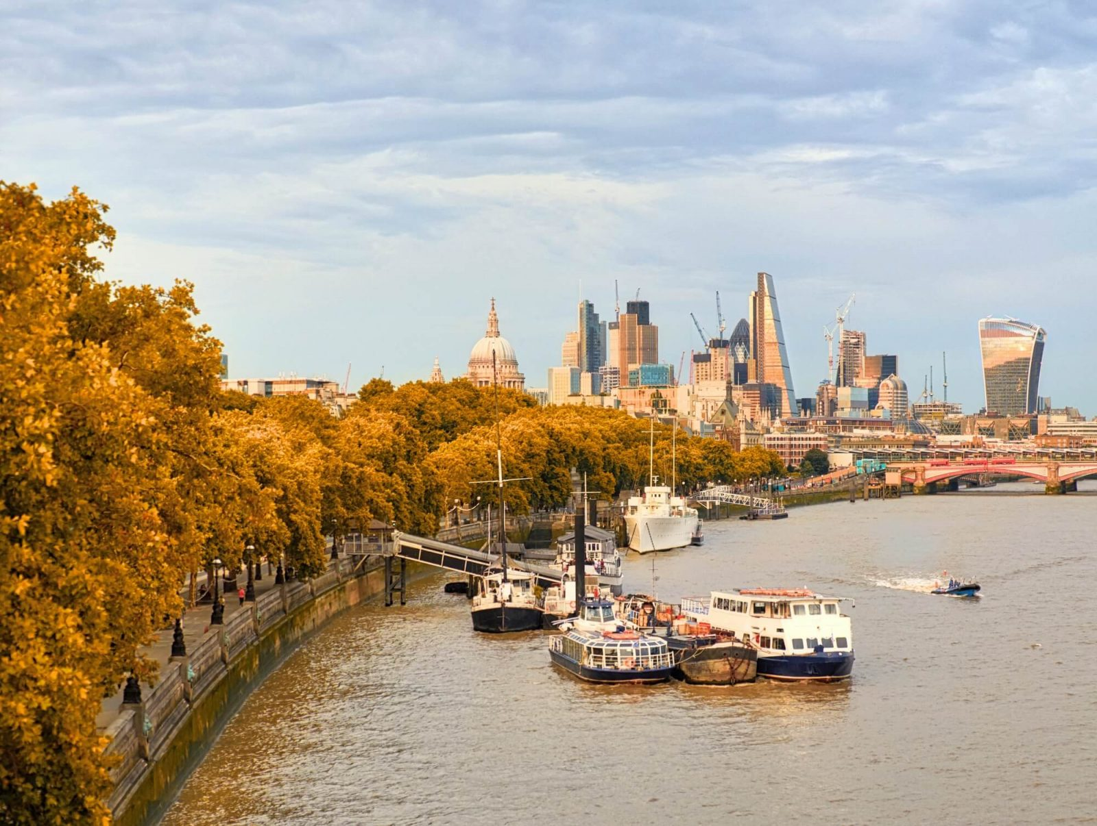 london streets during autumn