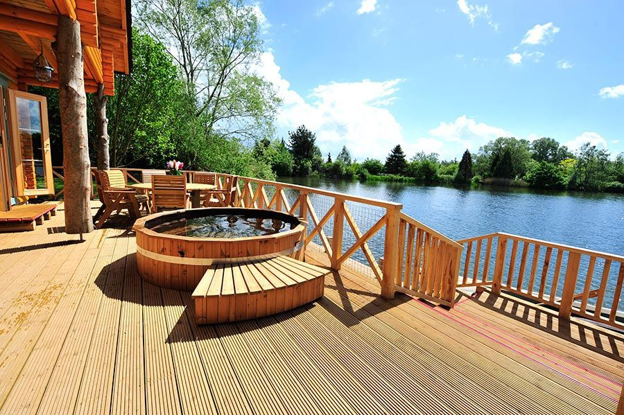 luxury cabin hot tub by the lake