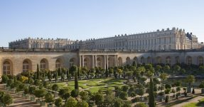 PALACE OF VERSAILLES HAS OPENED A LUXURY HOTEL