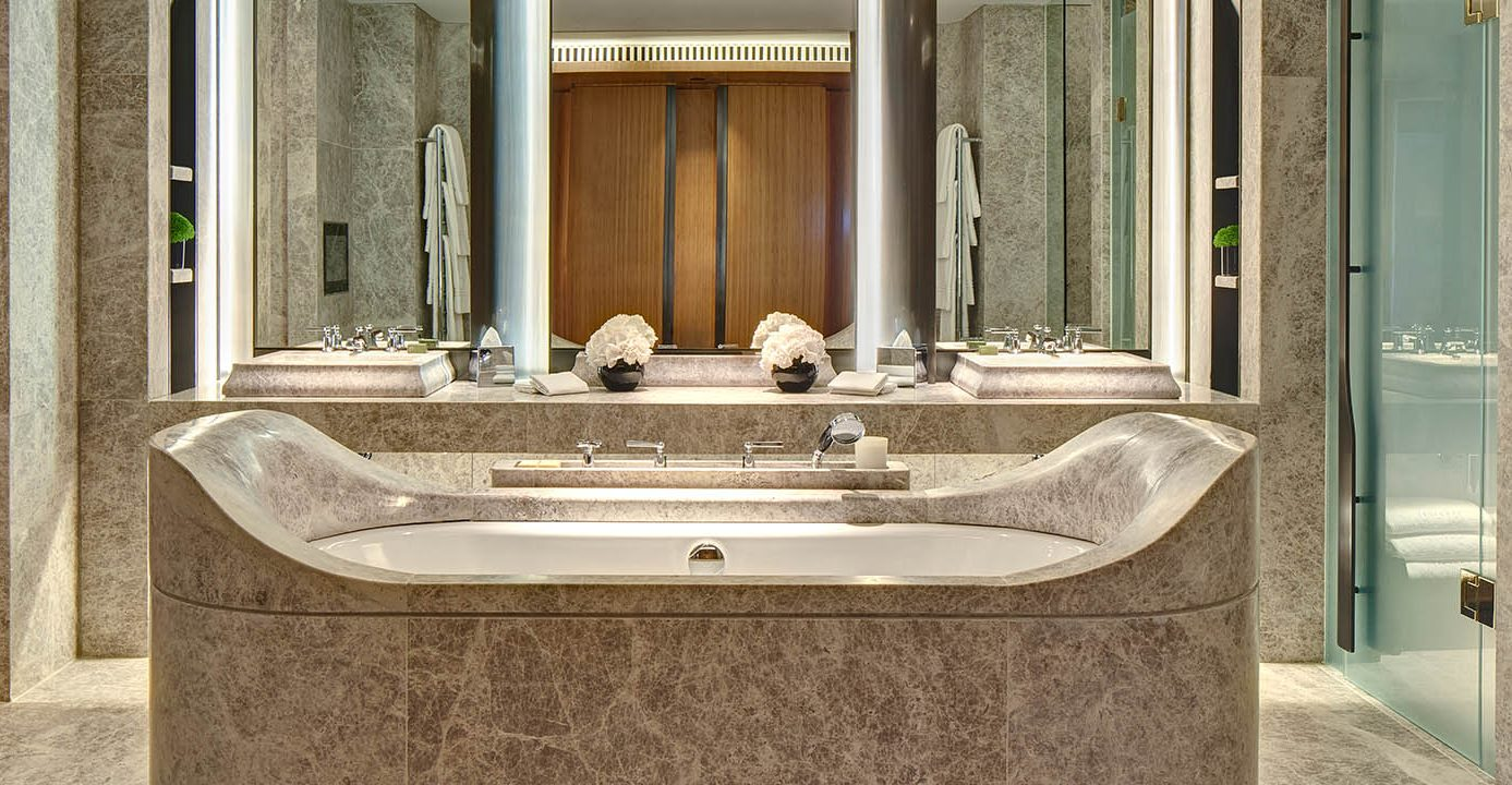 the berkeley opus suite knightsbridge bathtub