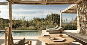 THE ROOSTER : NEW ADDITION ON THE GREEK ISLAND OF ANTIPAROS