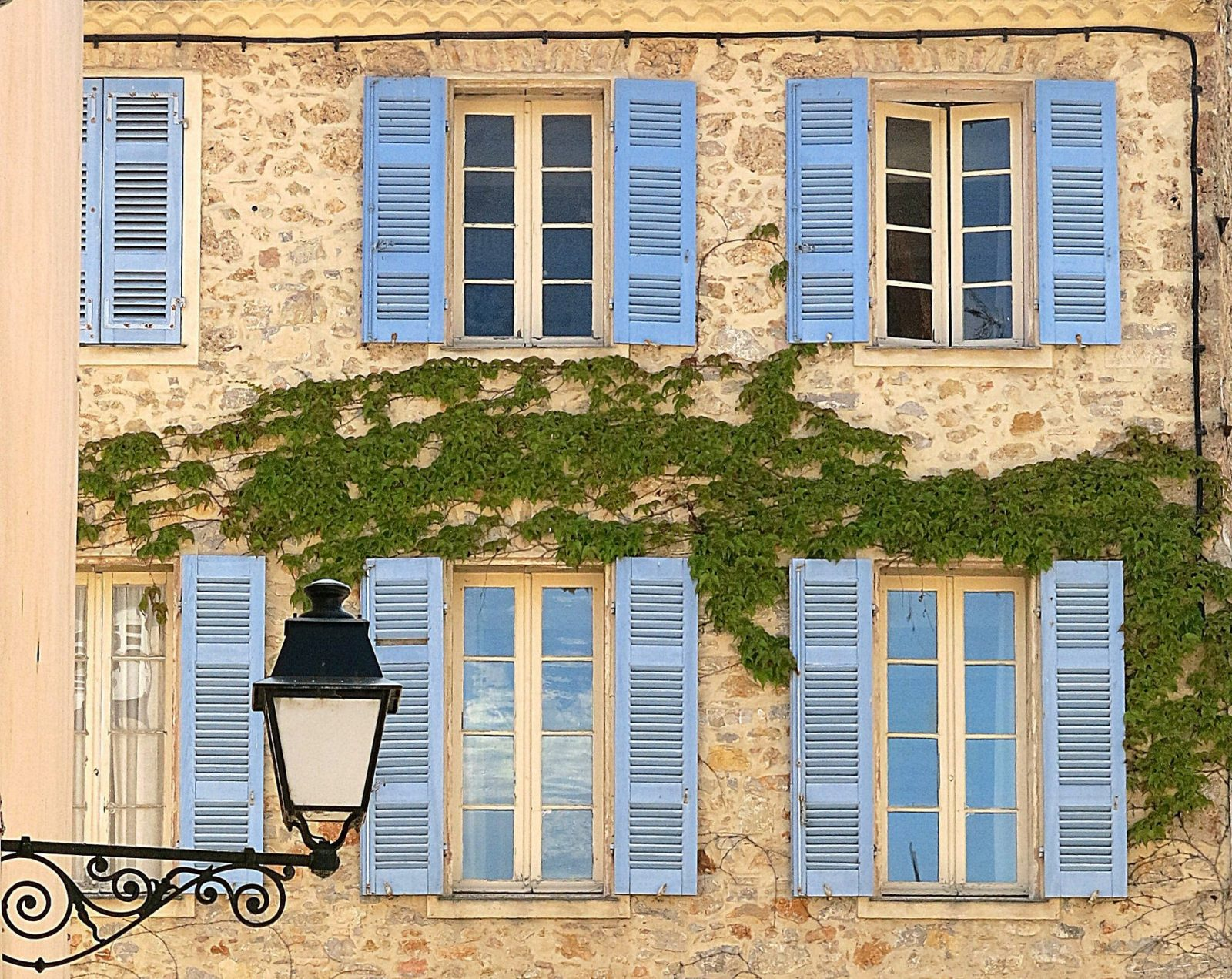 typical house in the provence south of france