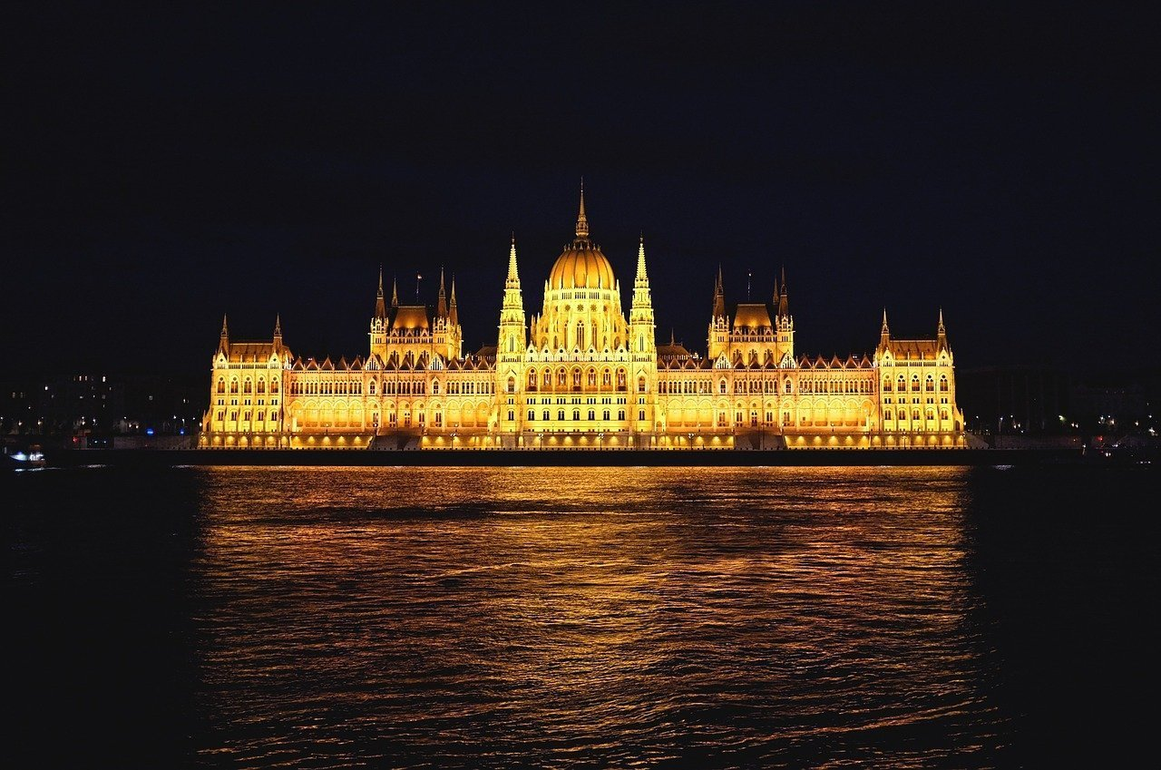 what to do in budapest at night